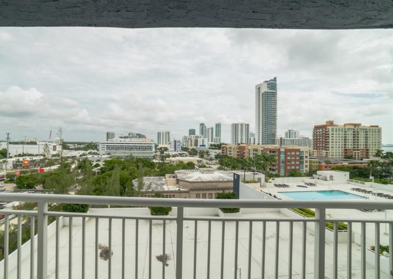1800 Biscayne Plaza photo03