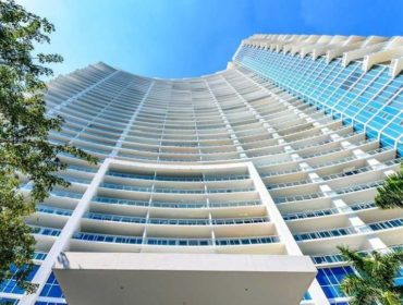 Paramount Bay Condos for Sale and Rent 2020 N Bayshore DriveEdgewater, FL 33137