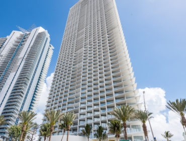 Jade Signature Condos for Sale and Rent 16901 Collins AveSunny Isles Beach, FL 33160