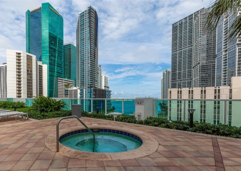 Brickell on the River photo04