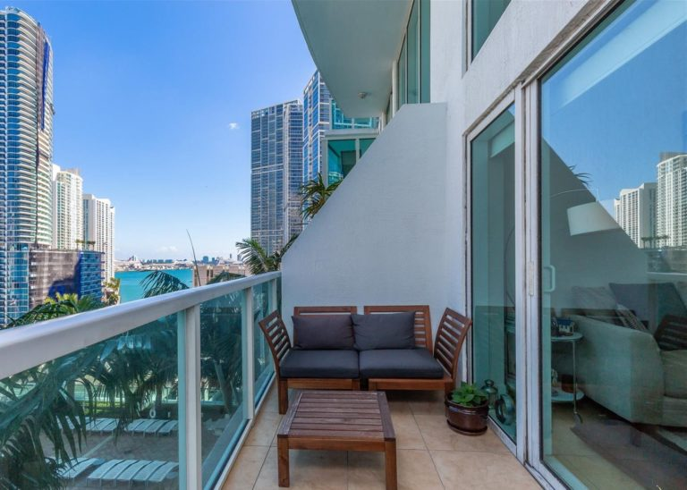 Brickell on the River photo07