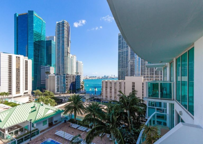 Brickell on the River photo09