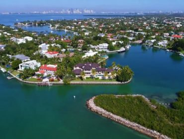 Mashta Island Homes for Sale and Rent 650 S Mashta DrKey Biscayne, FL 33149