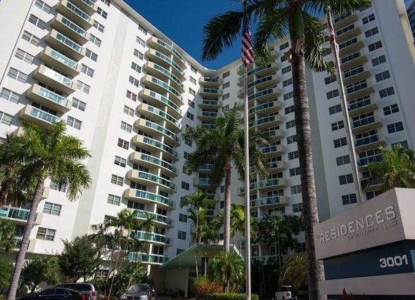 Residences on Hollywood photo02
