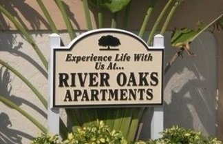 River Oaks logo
