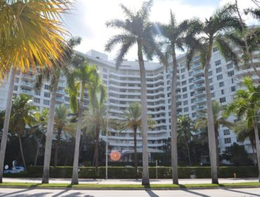 Seacoast 5151 Condos for Sale and Rent 5151 Collins AveMiami Beach, FL 33140