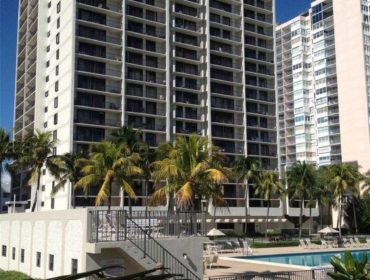 Ocean Front Plaza Condos for Sale and Rent 2625 Collins AveMiami Beach, FL 33140