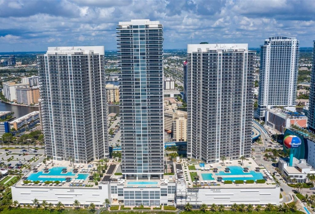 Beach Club Hallandale: oceanfront living steps from the best entertainment venues of South Florida image 01