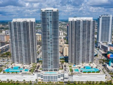 Beach Club Hallandale: oceanfront living steps from the best entertainment venues of South Florida - thumbnail