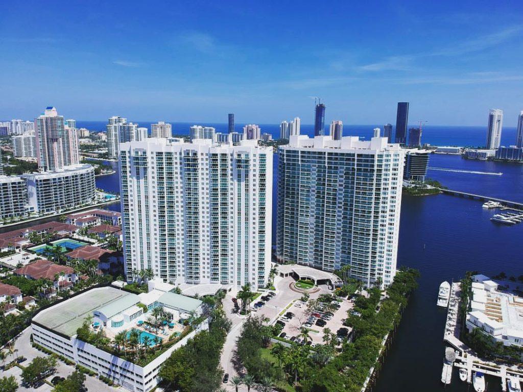 Peninsula Aventura: water views from every residence image 01