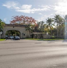 Tamiami Place photo02
