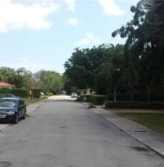 Tamiami Place photo03